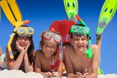 Snorkel jonge geitjes op strand Royalty-vrije Stock Afbeelding