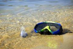 Snorkel na praia Imagem de Stock