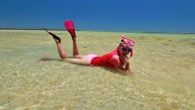 Snorkeler de la mujer en Australia almacen de video
