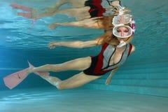 Snorkeler femenino atractivo Imágenes de archivo libres de regalías