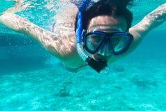 snorkeling женщины молодые Стоковое Изображение RF