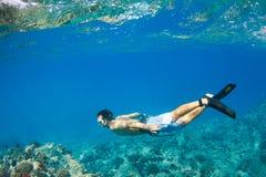 Snorkeling под водой стоковые фото