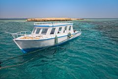 Snorkeling boat close to coral reef Stock Photography