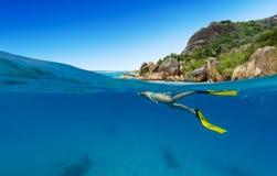 Snorkeling kobieta oceanu rekonesansowy piękny sealife Obraz Royalty Free