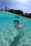 snorkeling kvinnabarn royaltyfri fotografi