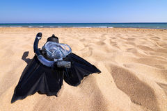 Snorkeling set lying on sand at seaside Royalty Free Stock Photography