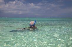 Snorkeling, turcos & Caicos da família Foto de Stock