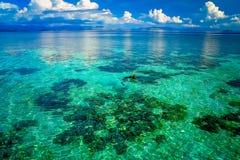 Snorkeling w jasnym nawadnia Obrazy Royalty Free