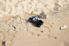 Snorkeling wyposażenie na piasek plaży, boczny widok obrazy royalty free