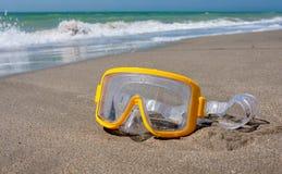 Snorkla maskeringen på havsstranden Royaltyfria Foton
