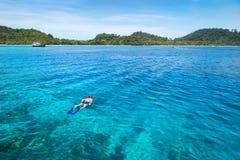 Snorkla på Koh Rok, Andaman hav, THAILAND Royaltyfria Bilder
