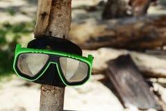 Snorkla skyddsglasögon på en strand Royaltyfri Fotografi