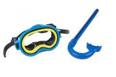 Snorkla utrustning: snorkel och dykaGoogle på den vita bakgrunden fotografering för bildbyråer