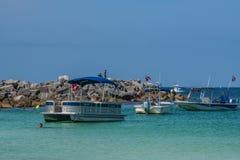 Snorkling und Bootfahrt lizenzfreie stockfotografie