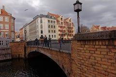 Snorrebro桥梁的人们在哥本哈根,丹麦 免版税库存图片