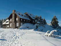 Snow bound lodge at Crater Lake Royalty Free Stock Images