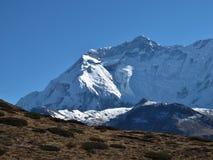 Snow Capped Annapurna spänner royaltyfria bilder