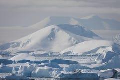 Snow-capped Berge lizenzfreies stockbild