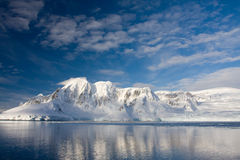 Snow-capped bergen stock fotografie