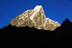 Snow capped mountain landscape. In nepal Royalty Free Stock Photo
