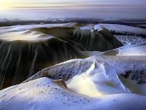 Snow-covered afvalhoop Stock Foto's