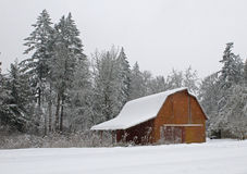 Snow covered barn Royalty Free Stock Photography