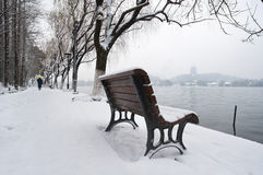 Snow-covered bench on the banks of West Lake, Hangzhou, China Stock Images