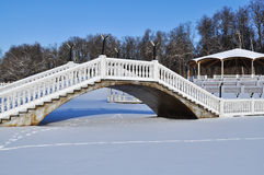 Snow-covered bridge Royalty Free Stock Photos