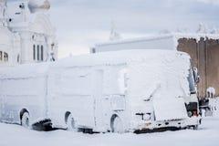 Snow-covered bussen royalty-vrije stock afbeeldingen