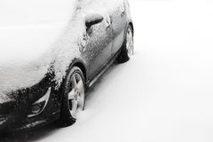 Free Snow Covered Car Royalty Free Stock Photos - 28763468