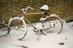 Snow-covered Fahrrad Stockbilder