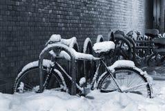 Snow-covered Fahrrad Lizenzfreies Stockfoto