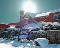 Snow-covered hotell arkivbild
