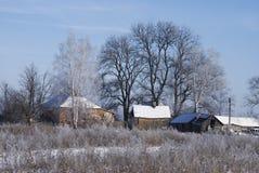 Snow-covered kleines Dorf Lizenzfreie Stockfotos