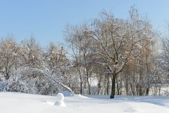 Snow-covered Moskou Gemodelleerd park na zware sneeuwval Mooie de wintermening stock afbeelding