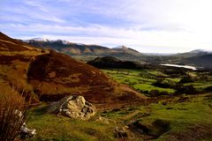 Looking over Keswick from Causey Pike. Snow covered mountains around Keswick Stock Photography