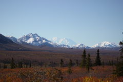 SNOW COVERED MOUNTAINS MT MCKINLEY DENALI ALASKA Royalty Free Stock Images