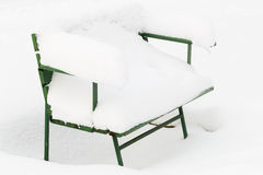 Snow-covered park bench Royalty Free Stock Photos