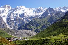 Snow covered peaks of Garhwal Himalayas, Uttarkhand,India. Tiny town of Kedarnath in the valley, with the snow covered peaks of the Himalayas in the background Royalty Free Stock Photography