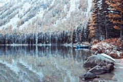 Snow covered shore of a mountain lake Royalty Free Stock Photography