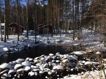 Snow-covered vijver en bos in Sahanlahti Stock Foto