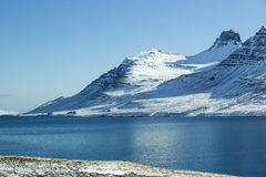 Snow-covered vulkanisch berglandschap Stock Foto's