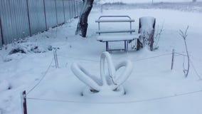Snow-covered werf in het dorp Royalty-vrije Stock Afbeeldingen