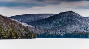 Snow and ice covered mountains surrounding Long Pine Run Reservo Royalty Free Stock Photography