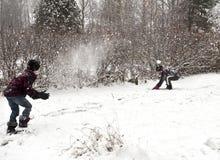 Snow klumpa ihop sig slagsmål Arkivfoton