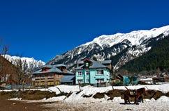 Snow laden peaks at Kashmir. Beautiful shot of snow laden peaks at Kashmir, india Royalty Free Stock Photos
