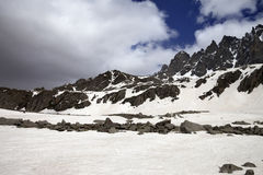 Snow mountain and gray clouds before storm Royalty Free Stock Photography