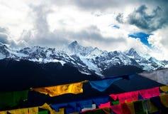 Snow mountain and prayer flag Stock Photography