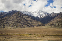 Snow mountain range on the way to Hemis monastery from Leh Royalty Free Stock Photography