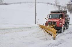 Snow plöjer i Montreal arkivbild